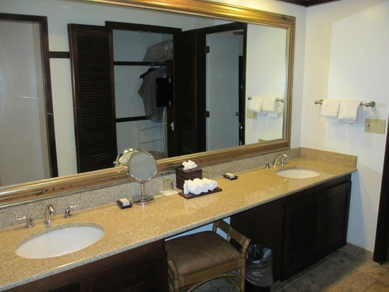 Renaissance St. Croix Carambola Beach Resort & Spa: Double Vanity!