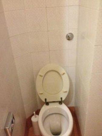 La Fenice: Dirty Bathroom