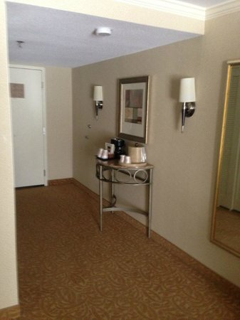 Crowne Plaza Providence-Warwick Airport: coffeemaker - ice bucket