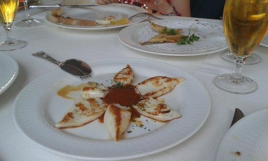 La Canasta : Calamarcitos plancha con salsa de pimiento rojo!!