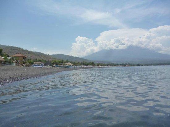 Manis Homestay Amed Bali: A 2 minite de la chambre
