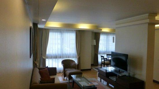 Chateau de Bangkok: Lounge & Dining