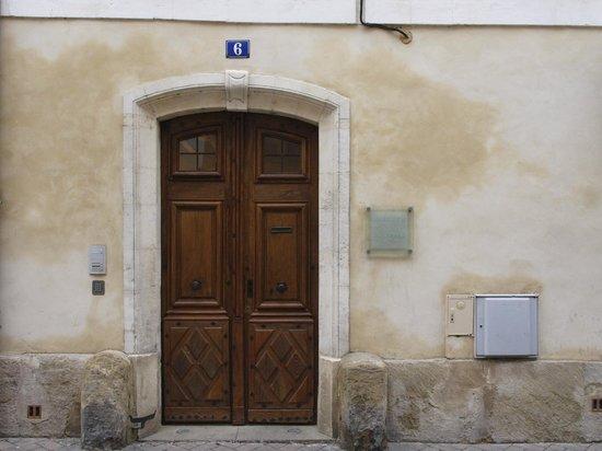 La Maison sur la Sorgue - Esprit de France: Entrance