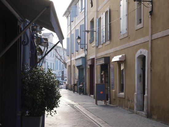 La Maison sur la Sorgue - Esprit de France: Rue Goudard