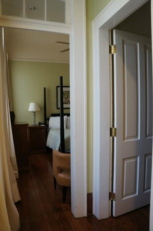 Prytania Oaks Hotel: Entrée de la chambre