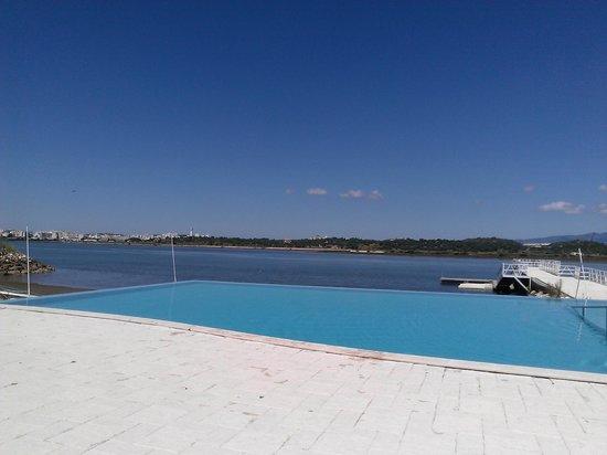 Piscina exterior picture of agua hotels riverside lagoa for Agua piscina