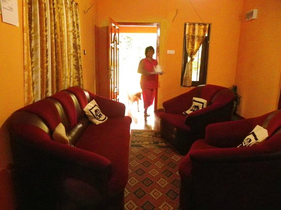 Holiday Homes Guest Inn : lovely Sumitra (hotel owner) with here lovely dog