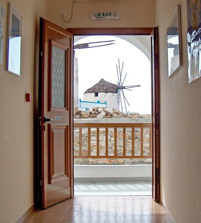 The Windmills Rooms: View Front Entrance