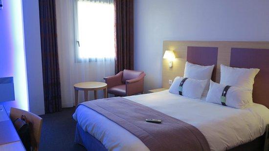 Holiday Inn Blois Centre : Simple but modern room