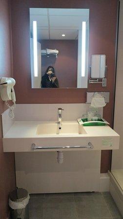Holiday Inn Blois Centre : Sink
