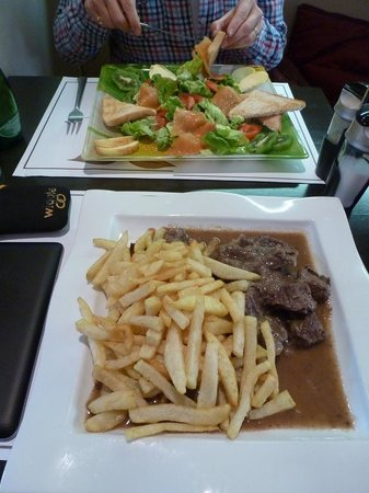 La Griotte: Salmon salad; beef stew and frites