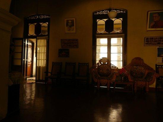 Burmese Rest: guest hall