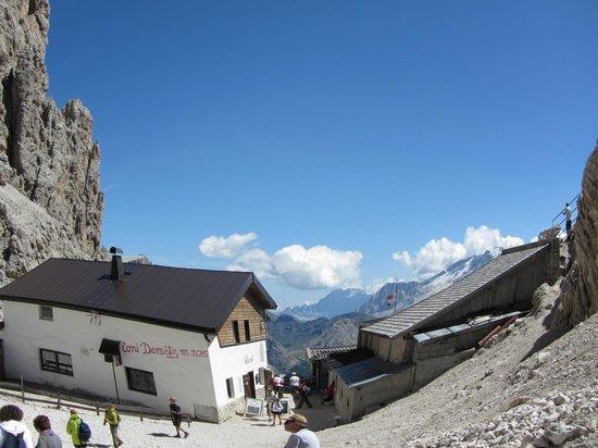 Telecabina del Passo Sella: Rifugio Demetz