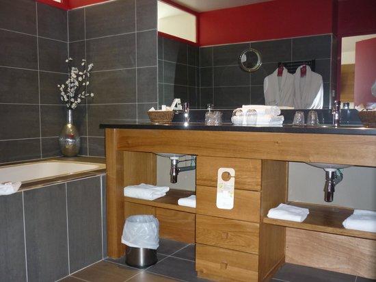 Mercure Lille Roubaix Grand Hotel : La salle de bains
