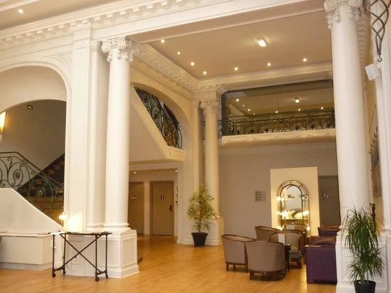 Mercure Lille Roubaix Grand Hotel : Le hall de l'hôtel