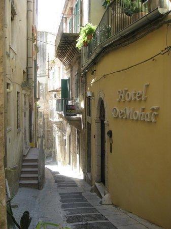 Hotel De Mohac : street view