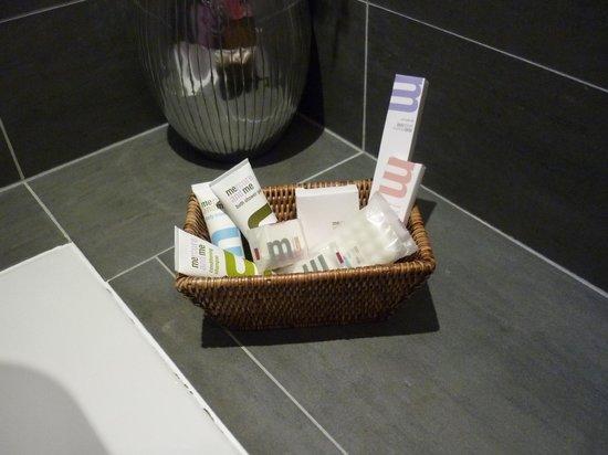 Mercure Lille Roubaix Grand Hotel : Le nécessaire de la salle de bains