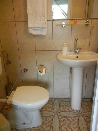 Urkmez Hotel: Sink area
