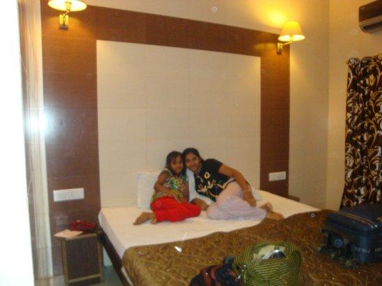 Hotel Golden Deluxe: hotel room