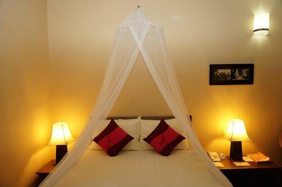 โรงแรมพาวิลเลียน ดิ โอเรียลท์ บูติค: Bed w mosquito net