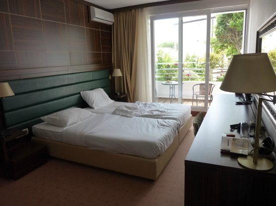 Hotel Palas: chambre côté latéral droit