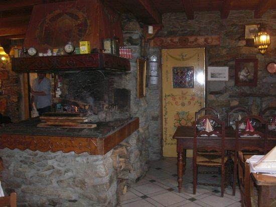 Auberge Nemoz : Fireplace corner
