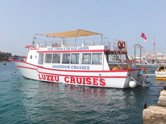 Luzzu Cruises: Boat that took us to the islands