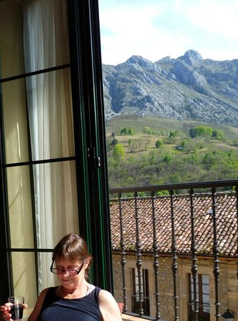 Villa de Cabrales Hotel-Apartamentos: View from the window/balcony
