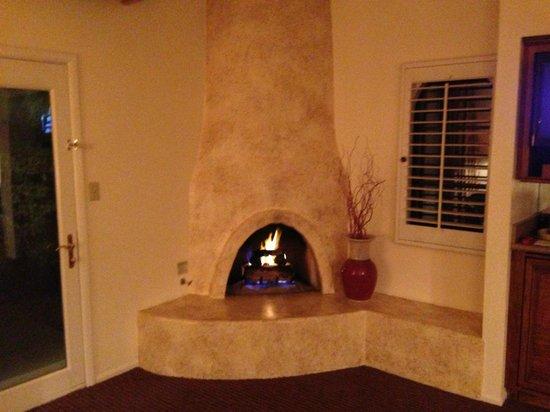 Scottsdale Plaza Resort: Southwestern-style Fireplace