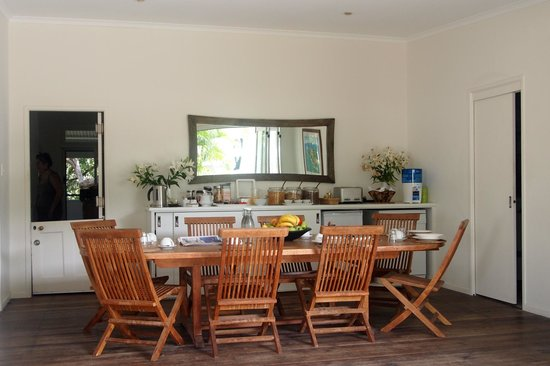 Byron Cove Beach House: Breakfast Area