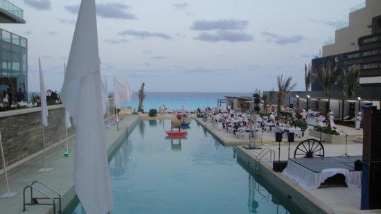 Secrets The Vine Cancun: cinco de mayo party