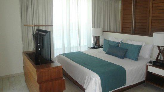 Secrets The Vine Cancun: bedroom