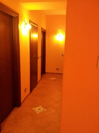 Baglio degli Angeli B&B : corridor with rooms