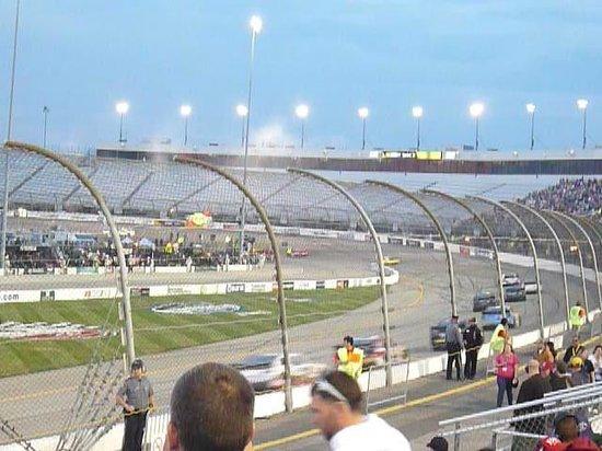 Richmond International Raceway: Green flag