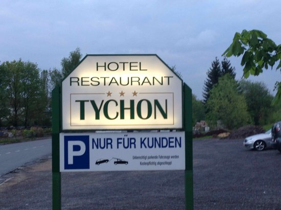 Hotel Tychon: adequate parking