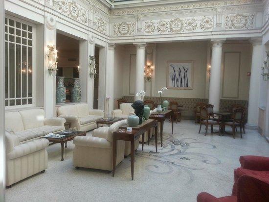 Hotel Corona d'Oro 1890: ATRIUM LOBBY