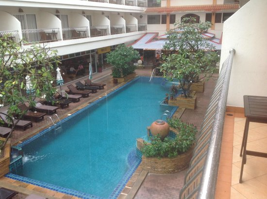 Sabai Wing: Swimming pool for balcony
