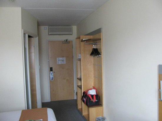 Holiday Inn Express Stevenage: Entrance to room