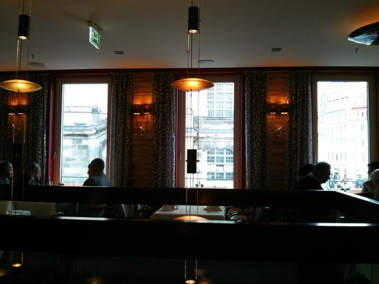 Steakhouse Ontario: view from the restaurant's first floor to the Frauenkirche