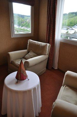 Panorama Hotel: Petit salon privé dans la chambre