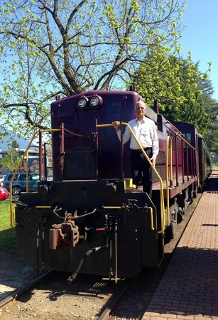 Northwest Railway Museum : Take pic with historic steam engine