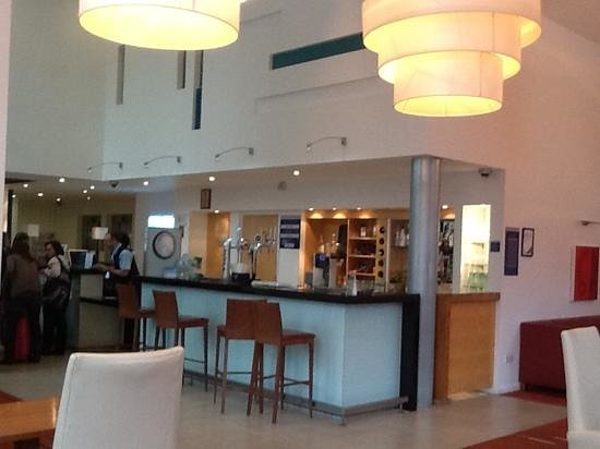 Holiday Inn Express Leeds City Centre-Armouries: main reception with friendly staff