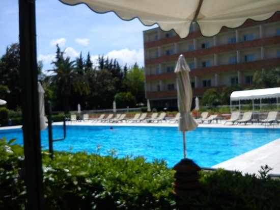 Crowne Plaza Rome - St. Peter's : View from the pool