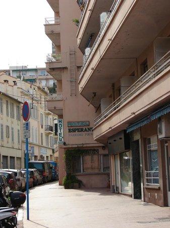 Hotel Esperanto: Calle del hotel (al fondo)
