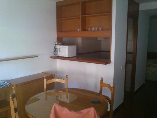 Hotel & Aparthotel Cosmos : Comedor/cocina apartamento