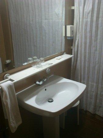 Hotel & Aparthotel Cosmos : Baño apartamento
