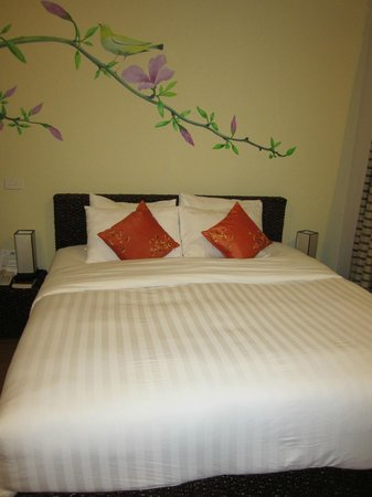 Anise Hotel: Bedroom with very comfy bed