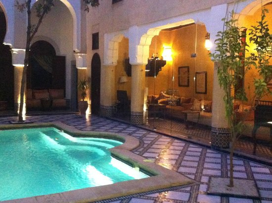 La Maison Bleue: courtyard by night