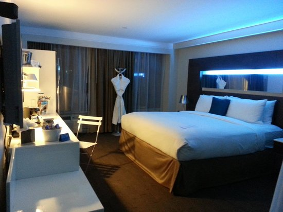 Hotel Le Bleu: I love the blue lights