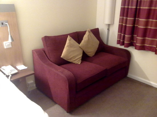 Holiday Inn Express Dunfermline : HI Express Dunfermline - Sofa bed
